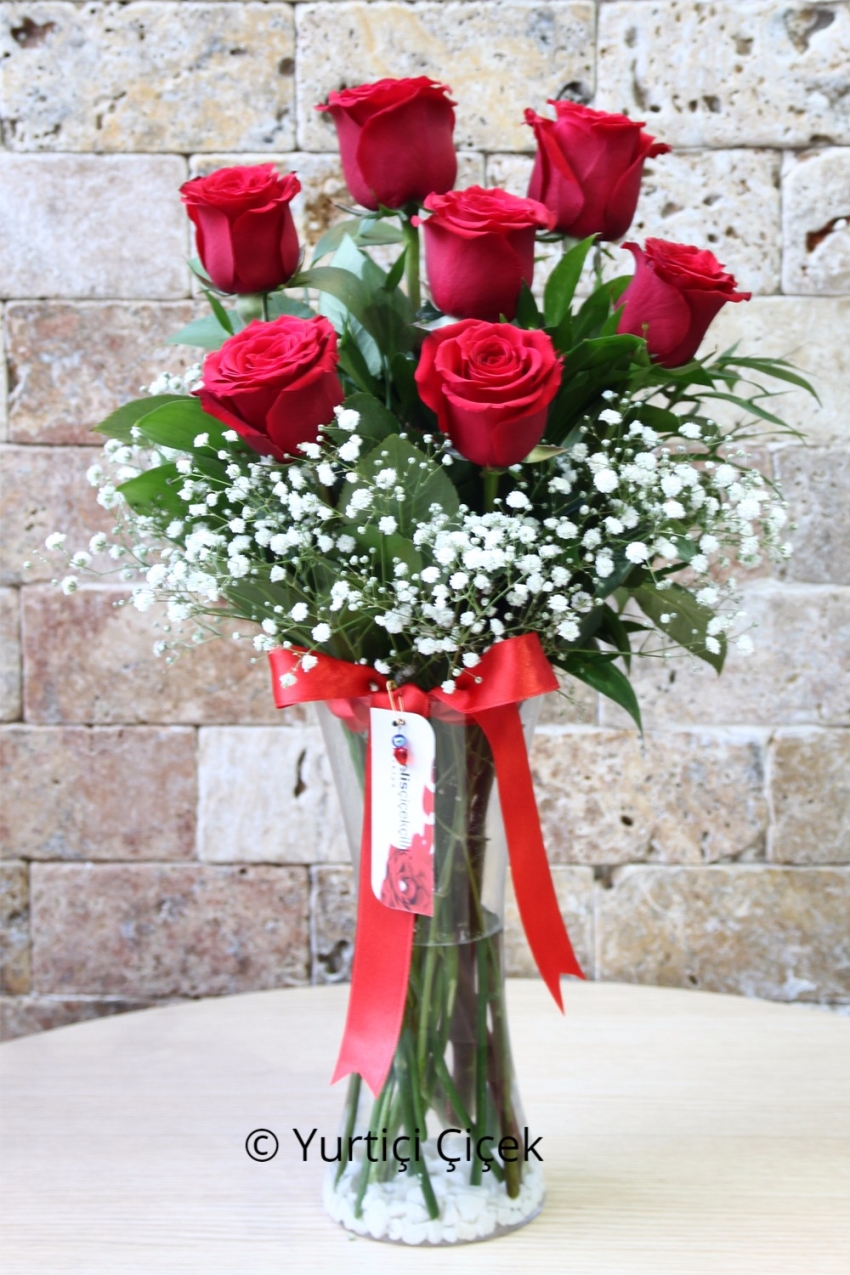 Red Roses: 7 Pieces   If you want to give gifts to your loved ones the most beautiful red roses in a vase for you. Tell your love with flowers bouquet of red roses in a glass vase.
