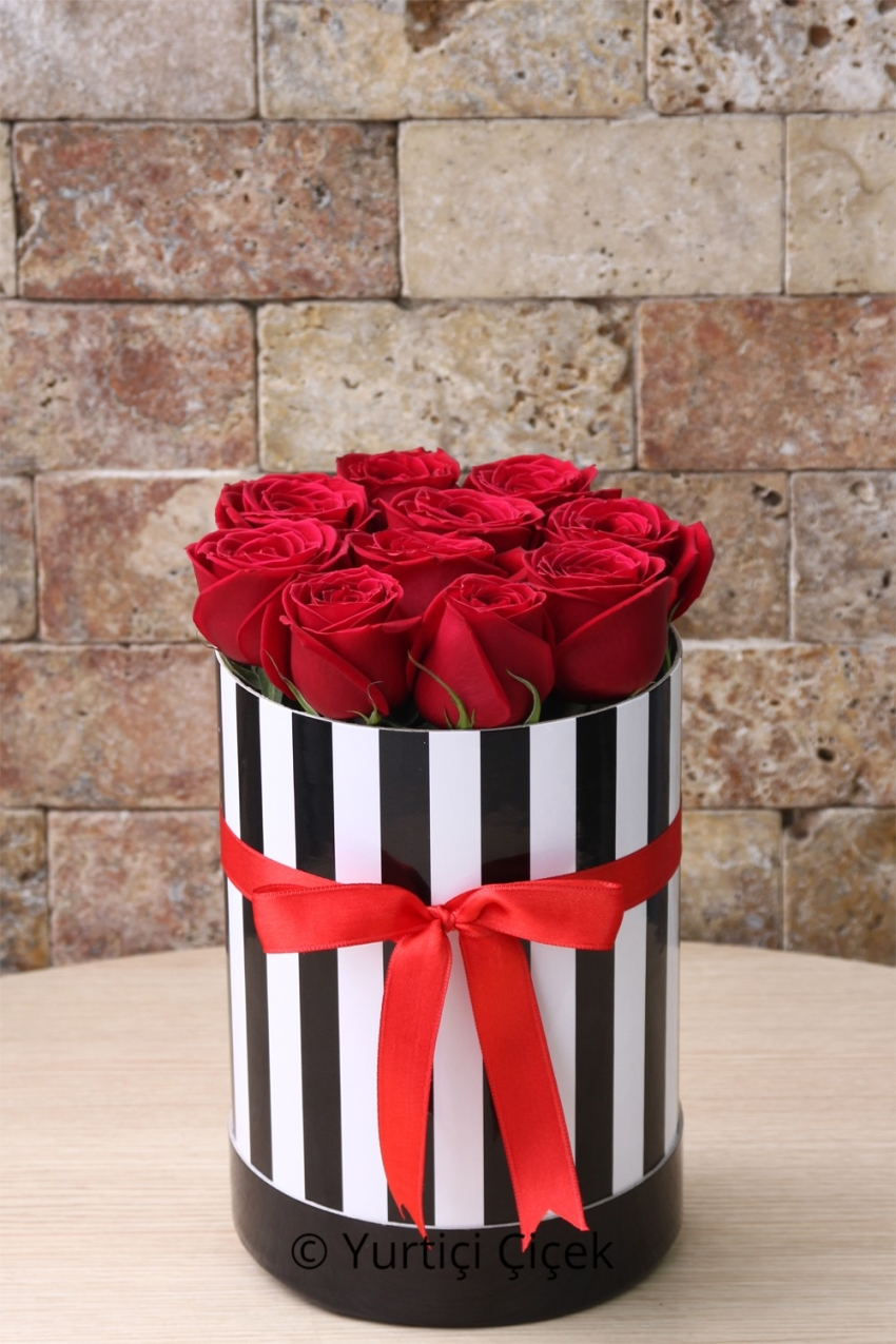 Color your favorite area with the design prepared with special orange roses in the plexy box.