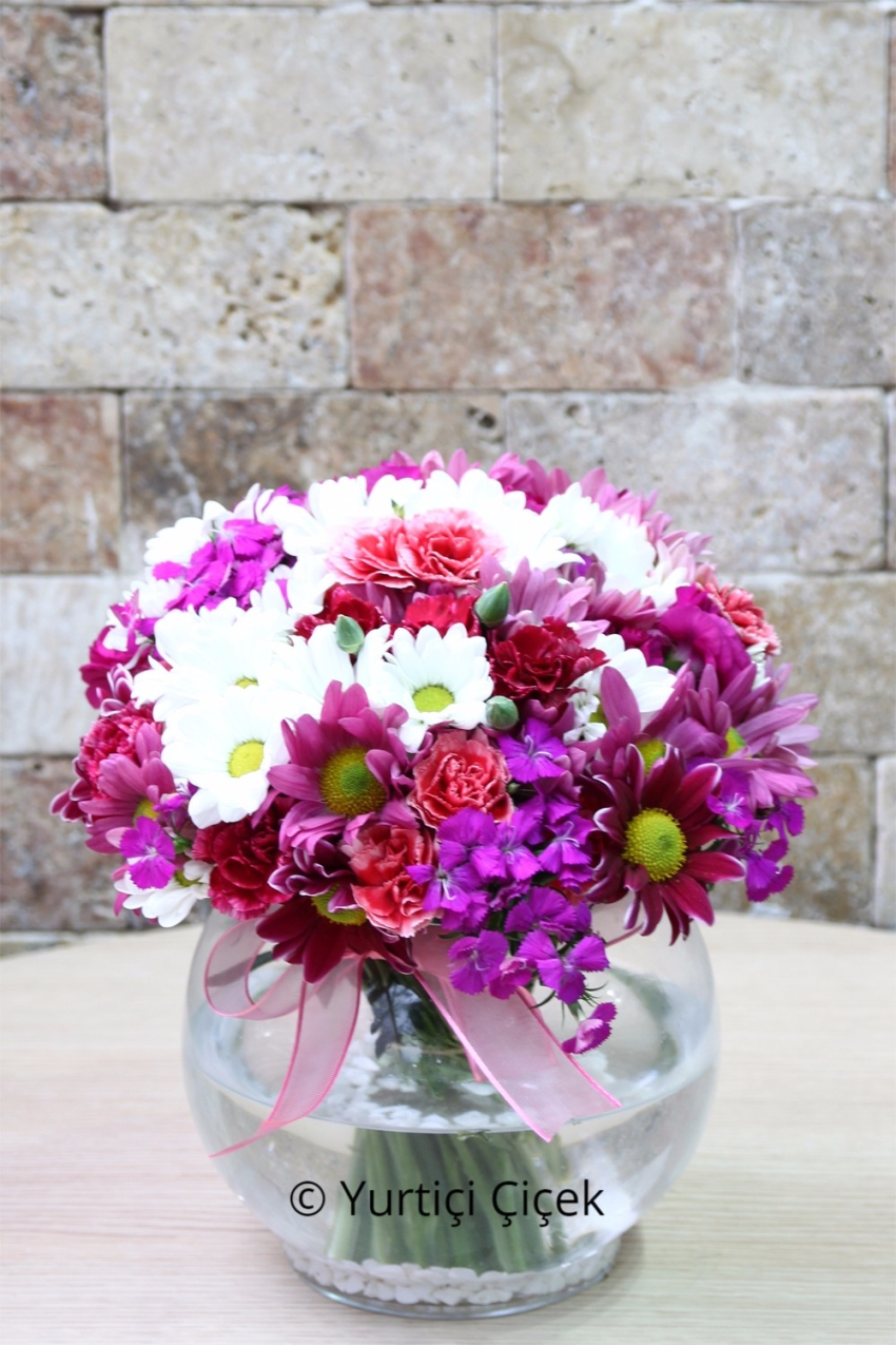 Cam Fanusta Rengarenk Kır Çiçekleri İle Sevdiklerinize En Güzel Sürprizi Yapma Fırsatını Kaçırmayın. Yaklasik Ürün Boyutu: 30 cm
