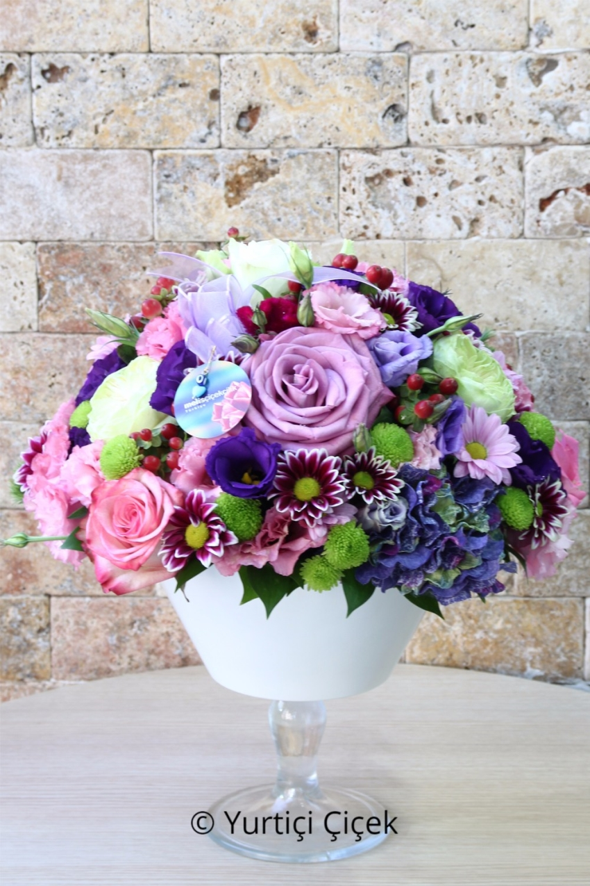 Glass Fanoos in colorful wild flowers and roses Arrangement Design will be prepared Enough Not Happy with your loved ones. Approximate Product Dimensions: 30 cm