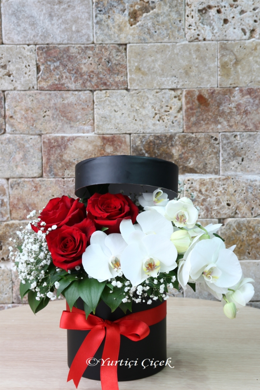 Interpreter for your heart You can choose either orchid and rose arrangement in a box for a gift. Approximate Product Size: 25 cm