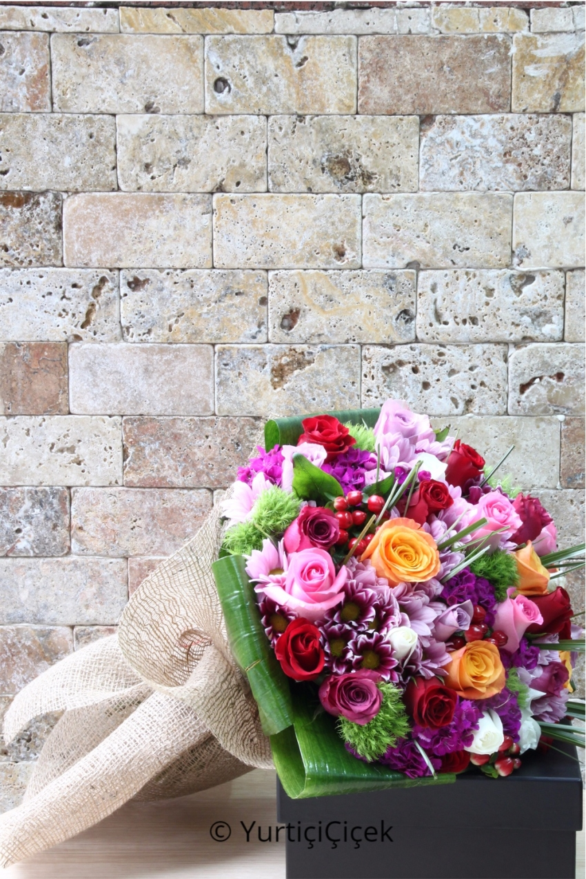 When you celebrate a special moment, a bouquet of flowers that you present to your loved ones can not be as good a present as a flower. These special roses and exotic greens will make a difference with the wonderful design