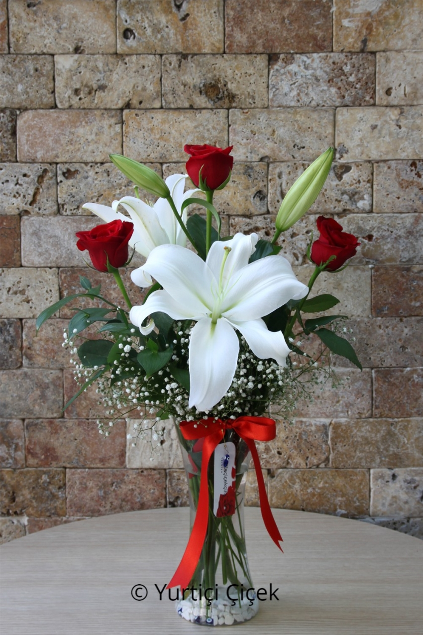 Glass Vase , 1 Branch White Lilies , 3 Red Roses , loved ones of the Most Beautiful Gift You Send .