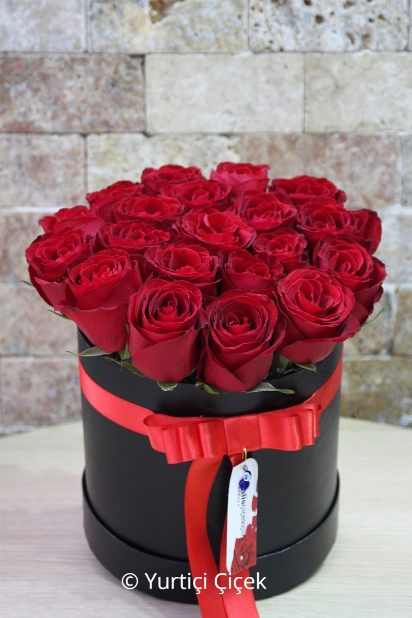 You can make your loved ones very, very happy with the special design arrangement prepared in round box with 25 red balls. Note: The box and rose color may vary depending on availability and availability.