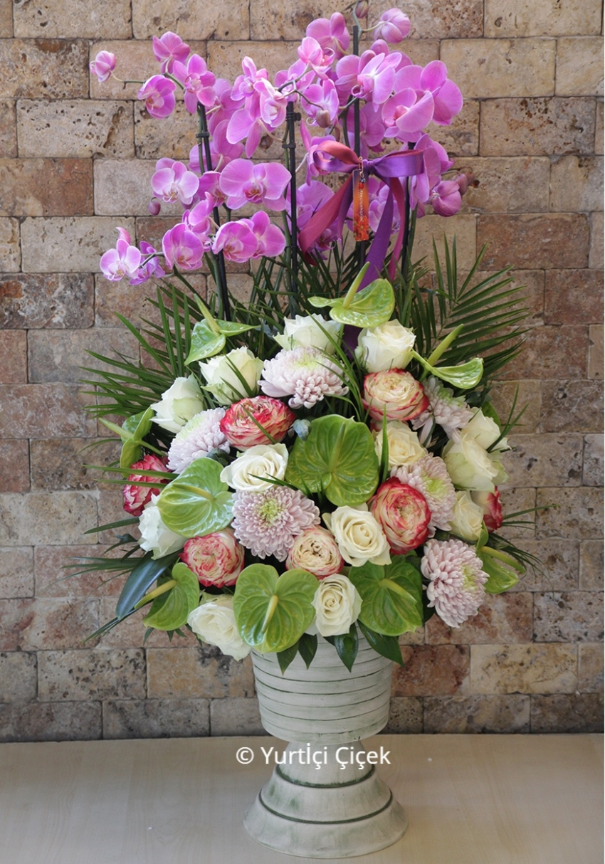 Pink box design, will be able to please your loved ones prepared with purple orchids and wildflowers