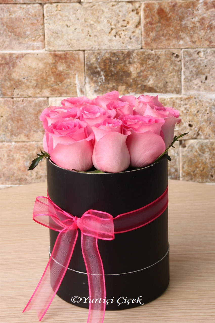 You can send a meaningful gift to your loved one with the sweet and noble posture of the arrangement prepared with 8-10 pink roses in the round box.